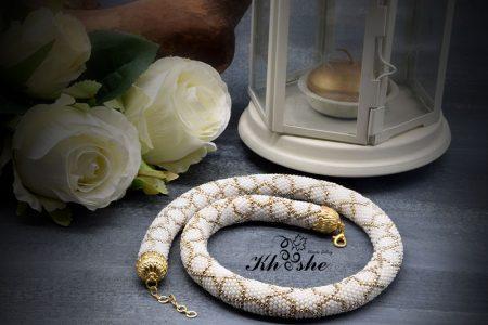 00WhiteGold Spiral Larg 450x300 - گردنبند دستبافت منجوق بافی شده ( سفید - طلایی کد : 01WGSP)
