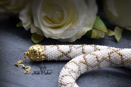 WhiteGold Spiral2 450x300 - گردنبند دستبافت منجوق بافی شده ( سفید - طلایی کد : 01WGSP)